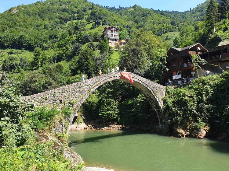 الجسر الاثري في ايدر
