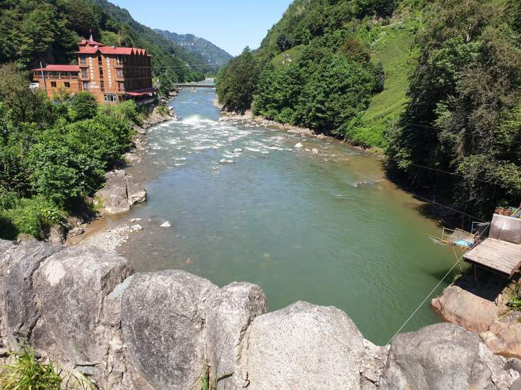 ايدر اطلالة على النهر في وادي الرياح