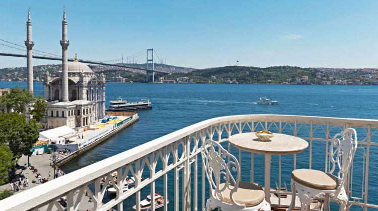 اطلالة رائعة على مضيق وجسر البوسفور