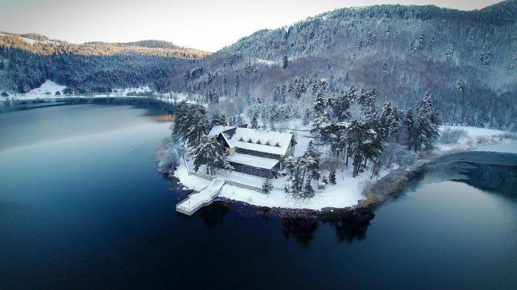 بحيرة أبانت بولو في الشتاء